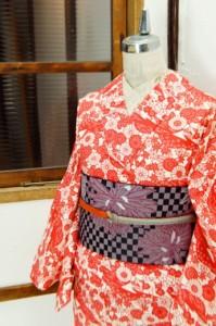 紅珊瑚色の紅型風四季の草花美しいウール単着物
