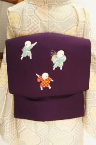 深紫に遊ぶ童子が愛らしい正絹塩瀬の名古屋帯