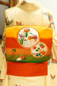 暈し縞に四季の花と鳥の刺繍丸文様雅やかな名古屋帯