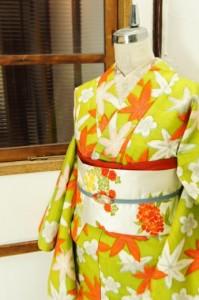 萌黄色に梅花紅葉レトロモダンな正絹紬袷着物
