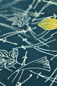 敷松葉熨斗目花色に木の葉ひらりと舞う縮緬付下げ小紋