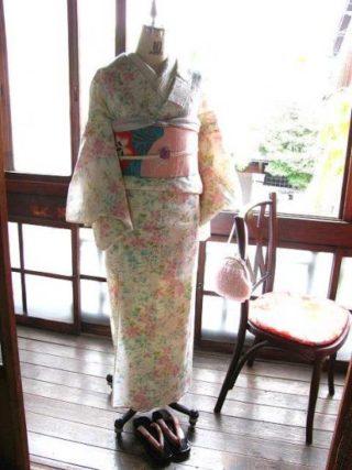 *着物コーディ*白地に可憐な桃色と水色の花が染められた夏着物にベビーピンクの夏帯を合わせて♪