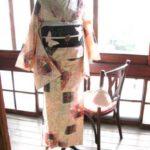 *着物コーディ*薄桜色に一面の葉と花が愛らしいキモノにピンクの蝶がキュートな黒の絽付け帯を合わせて♪