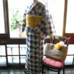 *着物コーディ*ネービーブルーの大きめチェックに黄色いお花がオリーブ少女テイストの浴衣