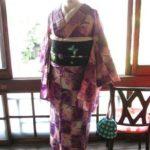 *着物コーディ*紫×ピンクの市松にチューリップの単衣を黒のデコレーション絽帯と合わせて☆