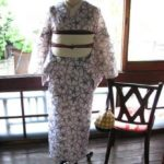 *着物コーディ*朝顔の花のような柄が一面に配された浴衣に白い半幅を合わせて☆