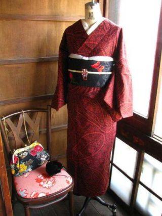 *着物コーディ*ロココ風・赤黒でドラマテックにゴージャスなレースとパールがデザインされた浴衣に黒薔薇のデコ帯を合わせて☆