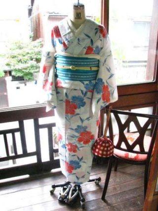 *着物コーディ*白地に可憐な撫子の花が美しく配された浴衣にターコイズブルーの半幅を合わせて