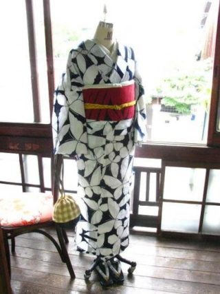 *着物コーディ*濃紺に白い蝶が飛ぶ粋な浴衣に赤黒の単帯を昭和女優さん風に合わせて♪