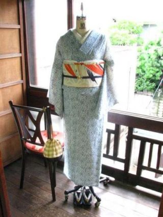 *着物コーディ*山葡萄が美しいグラデーションで染め出されたサマーウールの着物に笹の作り帯を合わせて。