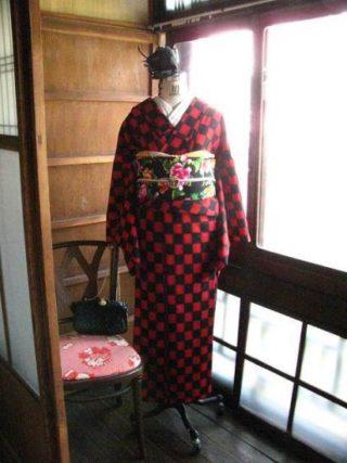 *着物コーディ*赤黒市松ウールの着物にオリエンタル昼夜帯を合わせて、夜のお出かけドラマチックコーディー☆