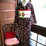 *着物コーディ*黒地に赤白の四角がモダンな着物にモダンキュートなサクランボ帯を合わせて☆