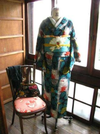 ☆袷着物登場☆ 総刺繍の帯に時代着物