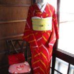 *着物コーディ*赤色に黄色と白色のジグザグが映えるアンティーク着物にカナリア色キラキラダリアの帯を合わせて♪