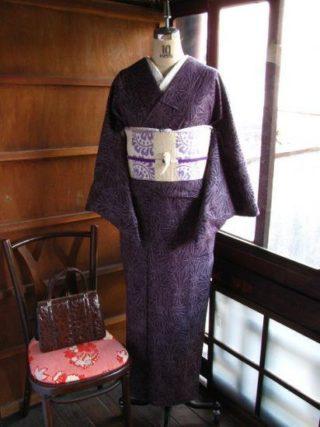 *着物コーディ*古代紫に束ね熨斗文様の袷着物にお洒落なグルグル渦巻きアンモナイト帯を合わせて(^^)