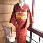 ☆着物コーディ☆赤レンガ色にピスタチオグリーンの雪輪が粋でお洒落な着物に蜂蜜カラーの六角形