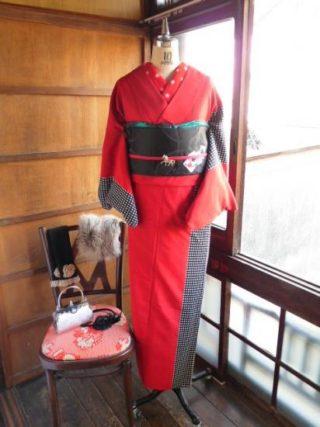 *着物コーディ*モダンな白黒チェックと赤の着物にトランプの帯を合わせて赤×黒×白コーディ(^^)