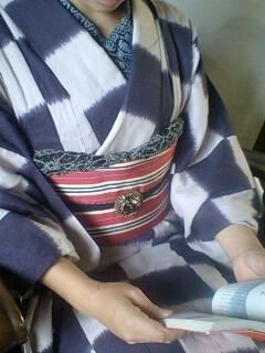 紫市松の単衣に黒馬のブローチ☆