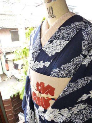 ☆着物コーディ☆流れるような牡丹の紺白浴衣につわ蕗のような葡萄蔦のような葉模様の単帯を合わせて