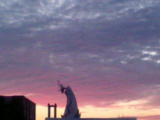 ロハス 太陽の塔 夕闇 筋肉痛