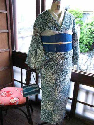 *着物コーディ* まるでアブクの様な水玉の着物に鮮やかなブルーの夏帯を合わせて(^^)
