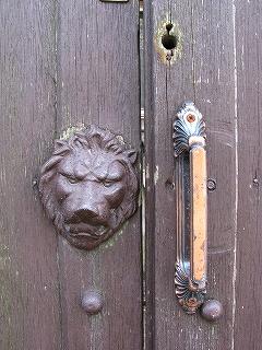 ライオンの扉