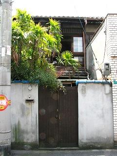 長屋改装前門1